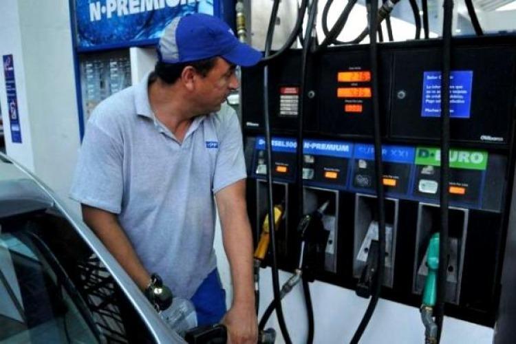 Cargar nafta en las estaciones YPF cuesta desde hoy un 4% más