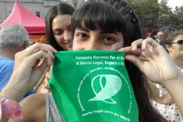 Pañuelazo frente al Congreso: masivo reclamo por la legalización del aborto legal y gratuito
