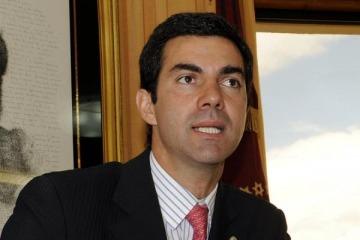 Dos gobernadores cruzaron al Gobierno por su intento para que las provincias asuman el costo de la tarifa social