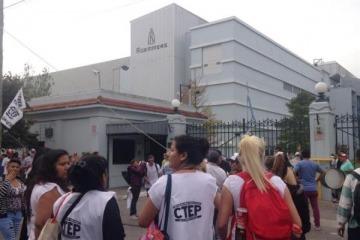 Fuerte protesta en el laboratorio Roemmers por el aumento en los medicamentos