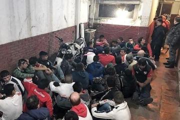 Un comisario admitió que la policía de Vidal metió presos a hinchas por cantar en su contra