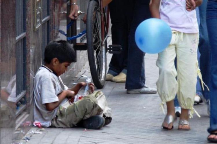Para la UCA, dos de cada tres niños viven en hogares pobres