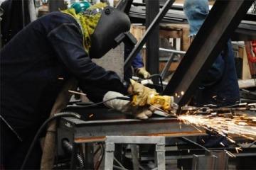 """Las pyme se declararon en """"estado de alerta"""" pero el Gobierno negó la crisis del sector"""
