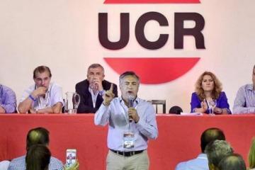 """El radicalismo pidió un """"triple acuerdo"""" entre Cambiemos, el FMI y """"la oposición razonable"""""""