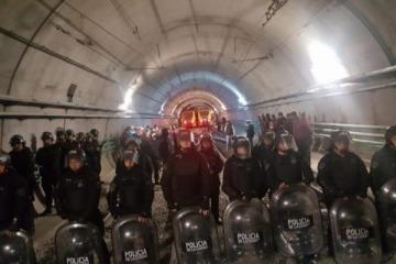 Paro de subtes: detuvieron a metrodelegados y la policía reprime en la comisaría