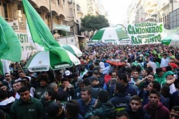 Comenzó el paro nacional convocado por Camioneros y las CTA, contra las políticas de ajuste del Gobierno