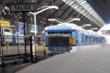 A pesar de las presiones del Gobierno, UTA y ferroviarios confirmaron que no se bajan del paro