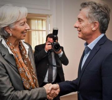 Día del amigo de Macri: vuelta en barco por el Nahuel Huapí, oficina en Buenos Aires para el FMI y cena con Lagarde