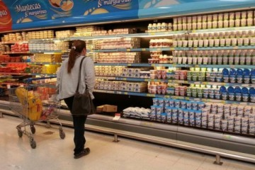 Supermercados advierten que seguirán trasladando las subas en los servicios al precio de los productos