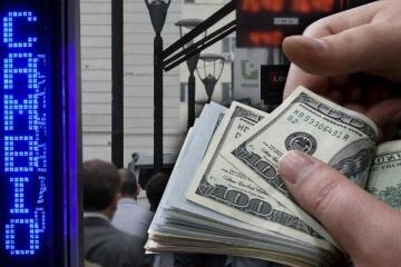 El Banco Central vendió casi u$s 800 millones de las reservas y no pudo frenar la devaluación