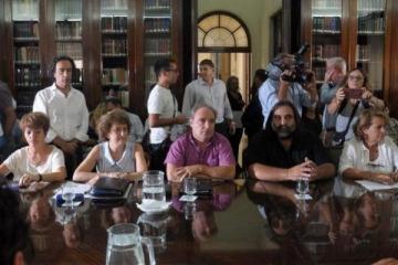 Docentes convocan a un paro de 48 horas en rechazo al decretazo de Vidal