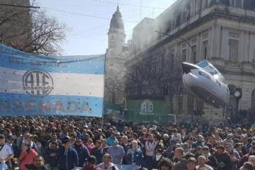 Sindicatos y organizaciones sociales harán un acampe en La Plata desde el lunes