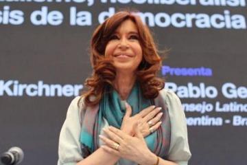 "Cristina Kirchner: ""La gente aguanta tanto ajuste porque hay un colchón de entramado social que construimos nosotros"""
