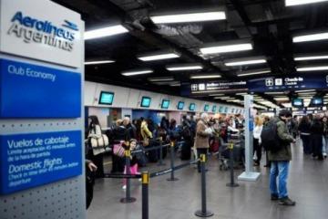 Nuevo paro en Aerolíneas tensa aún más la relación entre el Gobierno y los trabajadores