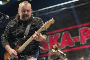 El cantante de una popular banda española destrozó a un militante macrista