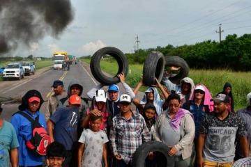 En Chaco los damnificados por las inundaciones cortaron la ruta para pedir ayuda