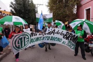Finaliza la novena Marcha de la Bronca en La Rioja con cientos de trabajadores que protestan contra el ajuste de Macri