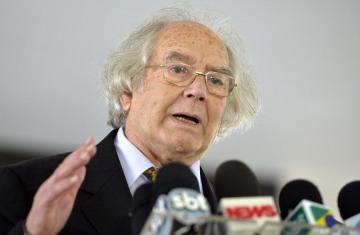 Pérez Esquivel repudió la autorización de las pistolas Taser