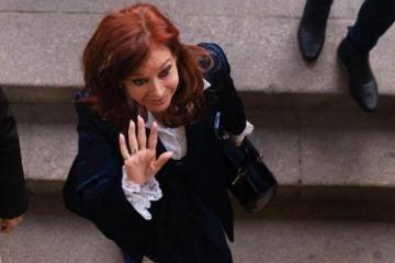 Los 12 escalones de gestión que separan a Cristina de las licitaciones que se investigan y demuelen el juicio show