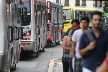 El Gobierno logró meter una cuña en los gremios y desactivó el paro de transportes de mañana