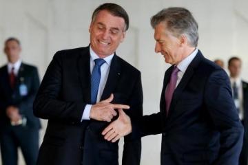 """Insólito: Bolsonaro apeló al """"Papa argentino"""" y al """"Dios brasileño"""" para pedir que los argentinos voten a Macri"""
