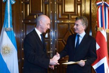 Los insólitos tuits del embajador británico sobre el histórico apagón que dejó a todos los argentinos sin luz
