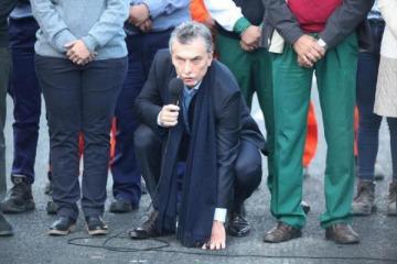 El Gobierno desmintió al Gobierno: datos de Dujovne exponen que la obra pública de Macri cayó 22 puntos