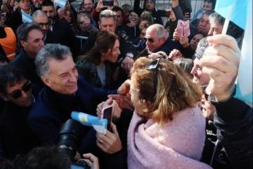 Escandaloso: la esposa de un despedido de una fábrica cerrada por el Gobierno fue detenida por insultar a Macri