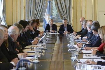 """Gobernadores preparan un documento contra Macri por los USD 1500 millones que pierden por las medidas """"alivio"""""""