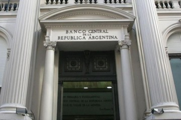 """En un día: el Gobierno le pagó a bancos más de 8 veces lo que sale el """"plan alivio"""""""