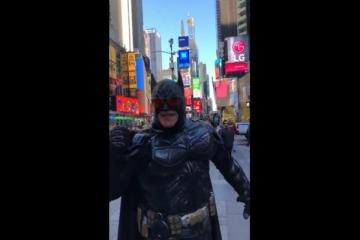 """""""Marcha del Millón"""" macrista: Brandoni en Madrid, Batman en New York, 8 personas en Israel y el #YesWeCan de Miami"""
