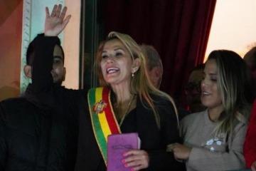 Los polémicos tuits de la autoproclamada presidenta de Bolivia contra Cristina y a favor de Macri