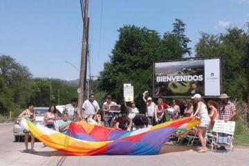 """""""Protesta de las reposeras"""": nuevas vacaciones de Macri con golf deluxe en Córdoba y manifestación en su contra"""