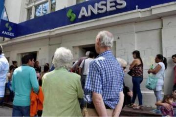 Con el último tramo del aumento, la jubilación mínima apenas superará los 14 mil pesos