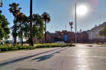 Plaza de Mayo amaneció sin rejas para preparar la fiesta democrática por la asunción de Alberto y Cristina