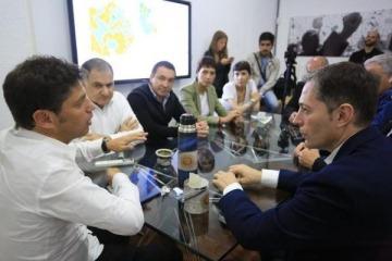 Tras dar a conocer a su equipo, Kicillof se reunió con intendentes del PJ