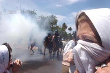 Bonadio sobreseyó a los cinco policías acusados de reprimir a Madres de Plaza de Mayo en 2001