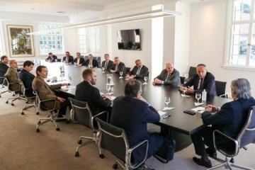La estrategia de Alberto para juntar apoyo de CEOs postpandemia mientras el Estado profundiza el pago de sueldos