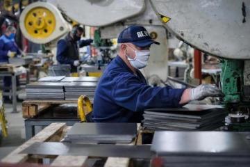 Industria: el uso de capacidad instalada de las fábricas cayó más con Macri que con el coronavirus