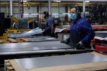 La economía mejoró en julio por tercer mes consecutivo, aunque persiste la caída interanual