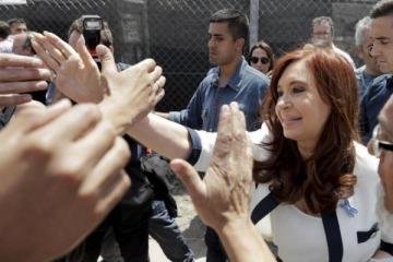 """Sobreseyeron a Cristina y más de 200 procesados en una causa por subsidios vinculada a los """"cuadernos"""""""