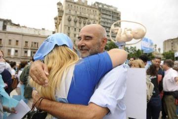 Gómez Centurión demandó ante la Justicia al Gobierno por el aborto legal y pide la inconstitucionalidad