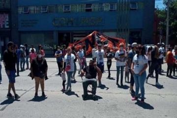 Mar del Plata: cooperativistas le reclamaron a Guillermo Montenegro que cumpla con los acuerdos laborales