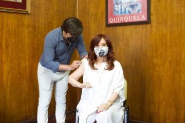 Cristina se aplicó la primera dosis de la vacuna Sputnik V contra el coronavirus