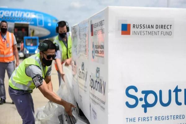 La asesora presidencial Cecilia Nicolini viajó a Moscú para analizar la posible producción de la Sputnik en Argentina