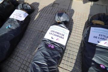 """Fuerte repudio de Alberto a las bolsas mortuorias en la marcha de JXC con la excusa de los """"vacunados VIP"""""""