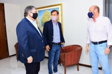 """Insfrán unió a Naidenoff y Mayans para """"unir esfuerzos"""" en la lucha contra el coronavirus"""