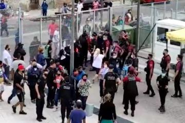Disturbios en el Ministerio de Desarrollo Social porteño: hubo golpes de la policía de la Ciudad y se escucharon tiros