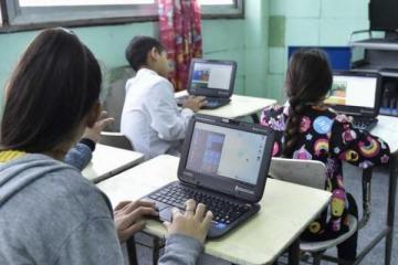Plan Juana Manso: Alberto anuncia fuerte inversión para otorgar 633.000 netbooks a estudiantes de secundarias de todo el país