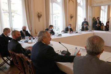 La charla de Alberto en París que expone lo central de la gira europea para resolver la deuda que dejó Macri